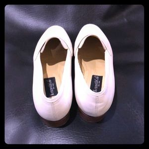 Kenneth Cole Shoes - Kenneth Cole Vintage Soft White Leather Loafers!